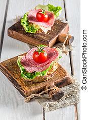 frais, salami, à, tomate, et, salade verte