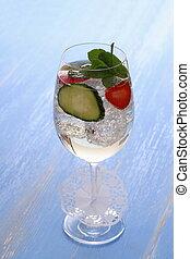 fraise, concombre, vin, verre cocktail