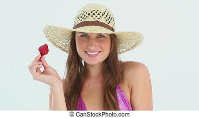 fraise, plage, femme, chapeau, porter, manger