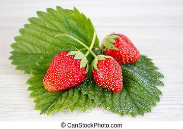 fraises, sur, a, table bois