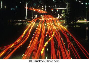 frakk láng, közül, autók, vezetés, éjjel