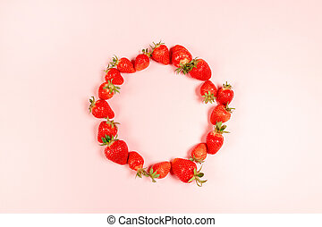 Frame made with organic and tasty strawberries in circle on ...