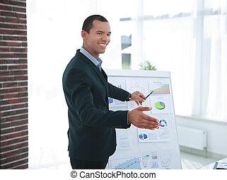 framgångsrik, affärsman, peka, a, flip tablå, med, den, finansiell, information.