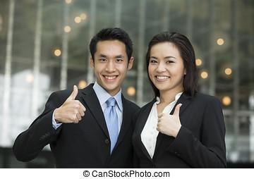 framgångsrik, kinesisk, affärsverksamhet lag, med, tummar, uppe.
