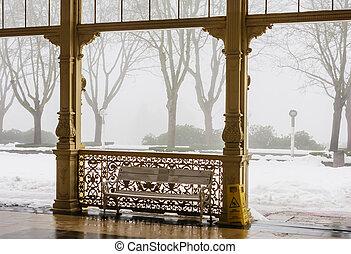 frammento, di, colonnato, in, terme, città, marianske, lazne, (marienbad), ceco, republic.winter, tempo