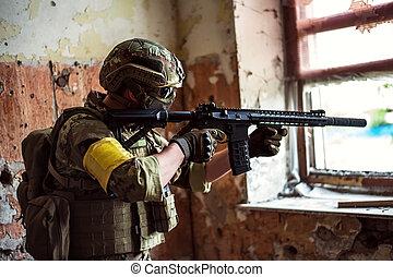 franco-atirador, com, automático, rifle, pela janela, em, predios