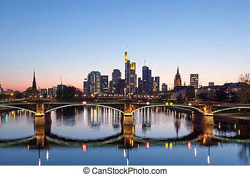 frankfurt, 本, スカイライン, 夜で, ドイツ