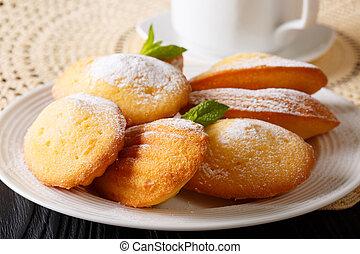 fransk, småkakor, madeleine, och, te, närbild, på, a, lacy,...