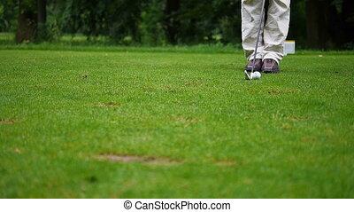 frapper, balle, golf, homme