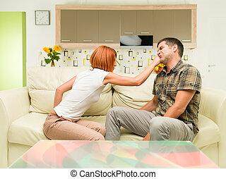 frapper, femme fâchée, elle, petit ami