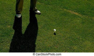 frapper, golfeur, balle golf