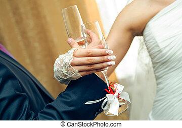 fraternité, drink., mariage, mains, à, lunettes champagne