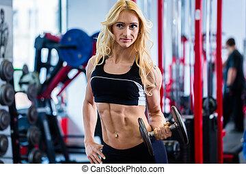 frau, an, bodybuilding, auflösen gewichten, in, turnhalle