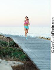 frau, athletische, junger, rennender , meer, pfad, entlang