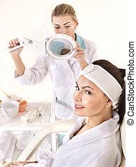 frau, auf, massagesessel, in, schoenheit, spa.