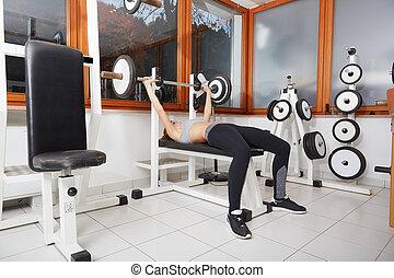 frau, auflösen gewichten, in, turnhalle