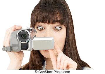 frau, aufnahme, auf, tragbar, videokamera