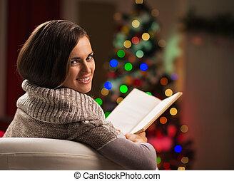 frau, baum, junger, buch, front, lesende , weihnachten,...