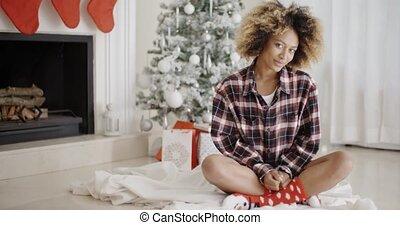 frau, baum, junger, poppig, front, weihnachten