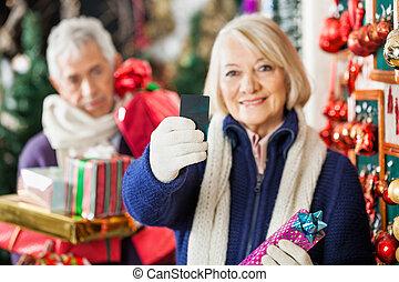 frau besitz, kreditkarte, an, weihnachten, kaufmannsladen