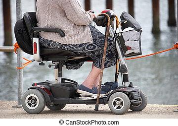 frau, beweglichkeit, älter, strand, motorroller