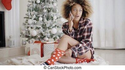 frau entspannung, baum, junger, front, weihnachten