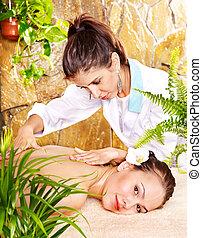 frau, erhalten von massage, in, spa.