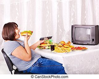 frau essen, aufpassen, lebensmittel, schnell, tv.