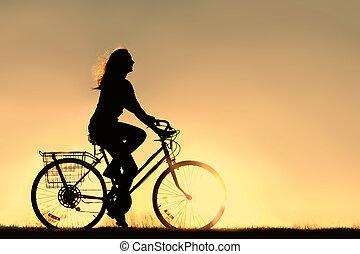frau, fahrenden fahrrad, silhouette