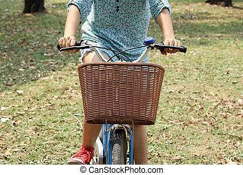 frau, fahrenden fahrrad