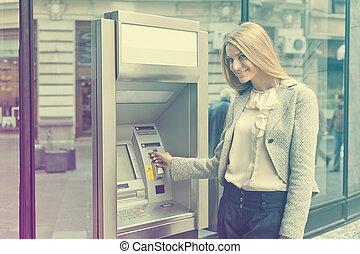 frau, gebrauch, bank, geldautomat