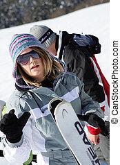 frau, gehen, ski fahrend