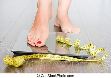frau, gewicht, kilogramm, verlieren, füße, skala, treten, zeit