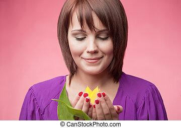 frau, gleichfalls, besitz, a, gelbe tulpe
