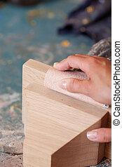 polieren h nde holz zimmermann sandpapier zimmermann holz closeup sandpapier h nde. Black Bedroom Furniture Sets. Home Design Ideas