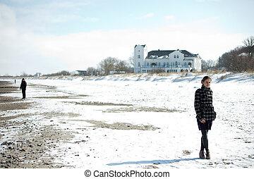 Frau im Winter - Heiligendamm