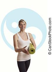 Frau im Yoga Outfit verabschiedet sich oder begruesst...