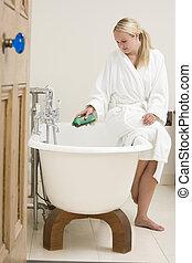 frau, in, badezimmer, setzen, schaumbad, in, badewanne