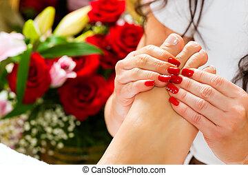 frau, in, nagel, studio, annahme, fuss- massage