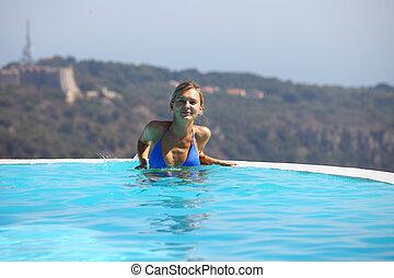 frau, in, schwimmbad
