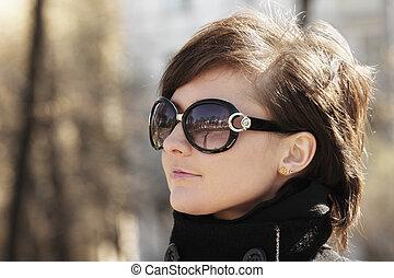 frau, in, sonnenbrille