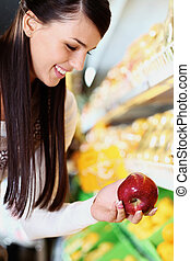 frau, in, supermarkt
