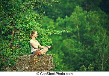 frau, joga, lotus haltung, oberseite, meditieren, moun