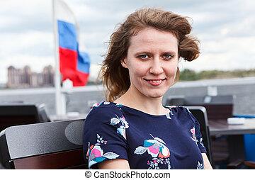 frau, junger, fahne, hintergrund, russische, porträt, kleiden