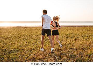 frau, junger, zurück, jogging, fitness, mann, ansicht