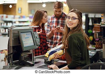 frau, kassierer, arbeitsbereich, supermarkt, shop.