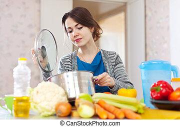frau, kochen, vegetarier, mittagstisch
