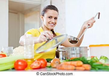 frau, kochen, vegetarisches essen, in, kochtopf