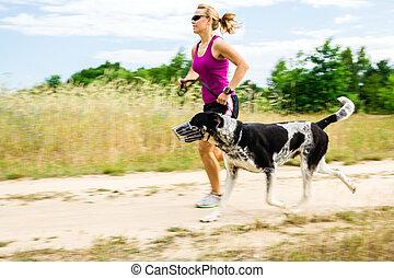 frau, läufer, rennender , laufenden hund, in, sommer, natur