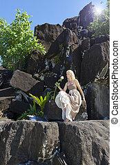frau, langer, schwarz, polynesia., stones., kleiden